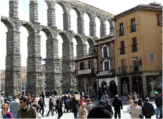 Bild av Acueducto de Segovia nära Segovia. city cidade urban españa spain arquitectura europa europe ciudad romano segovia acueducto espagne pedra arquitecture piedra castillaleon mygearandme