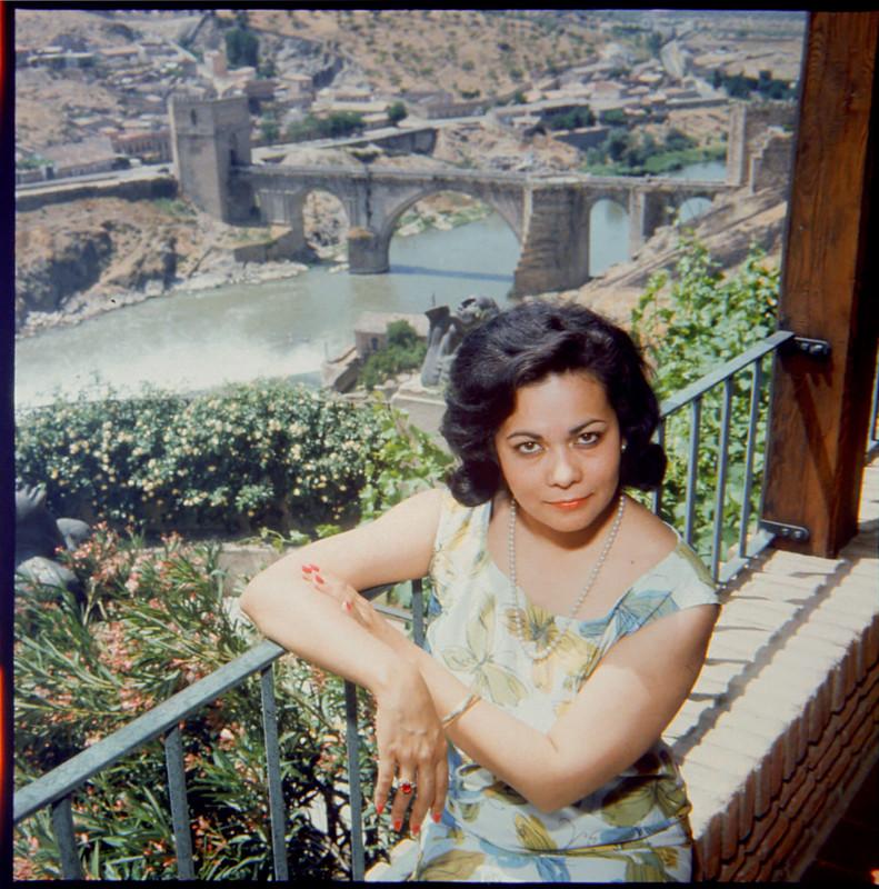 Zoila Barros, esposa de Victorio Macho, en su casa de Roca Tarpeya, en 1964. Fotografía de Santos Yubero © Archivo Regional de la Comunidad de Madrid,fondo fotográfico