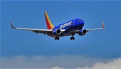 82716-12, N421LV '01 Boeing 737-7H4