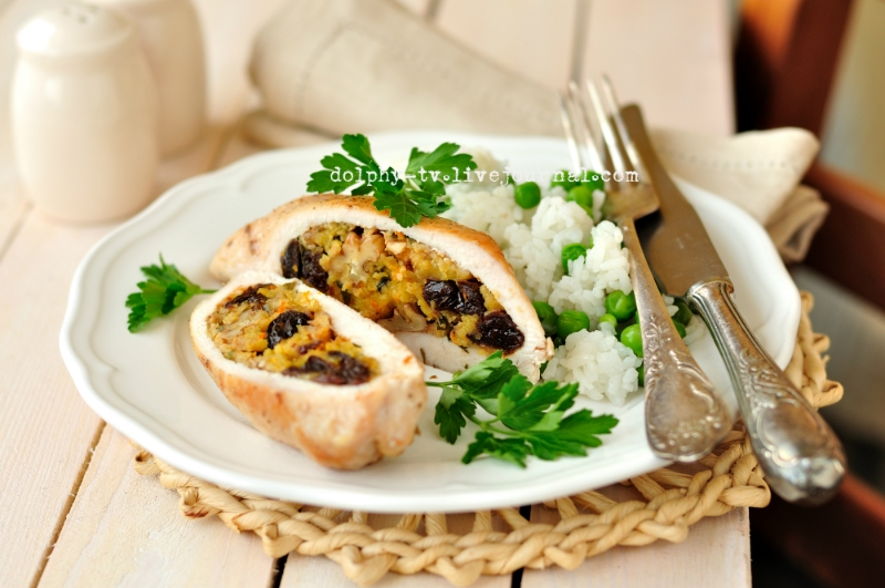 Chicken breast stuffed with tangerines, prunes and walnuts