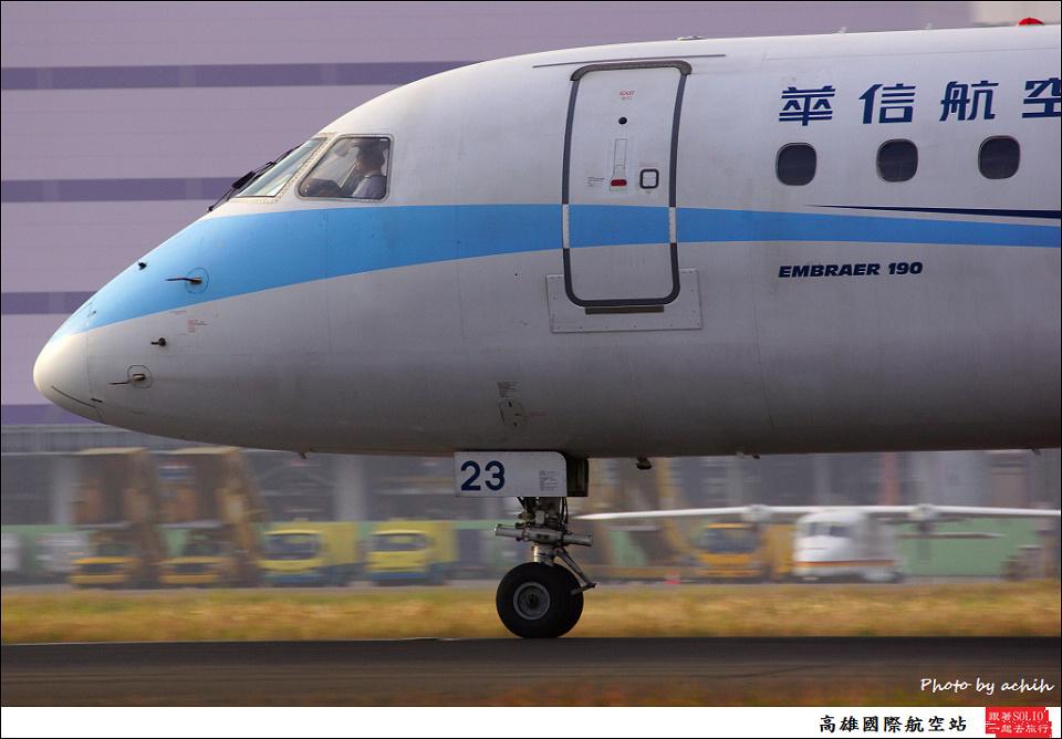 華信航空B-16823客機004