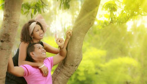 [フリー画像素材] 人物, カップル, 人物 - 樹木, 人物 - 見上げる ID:201302200600