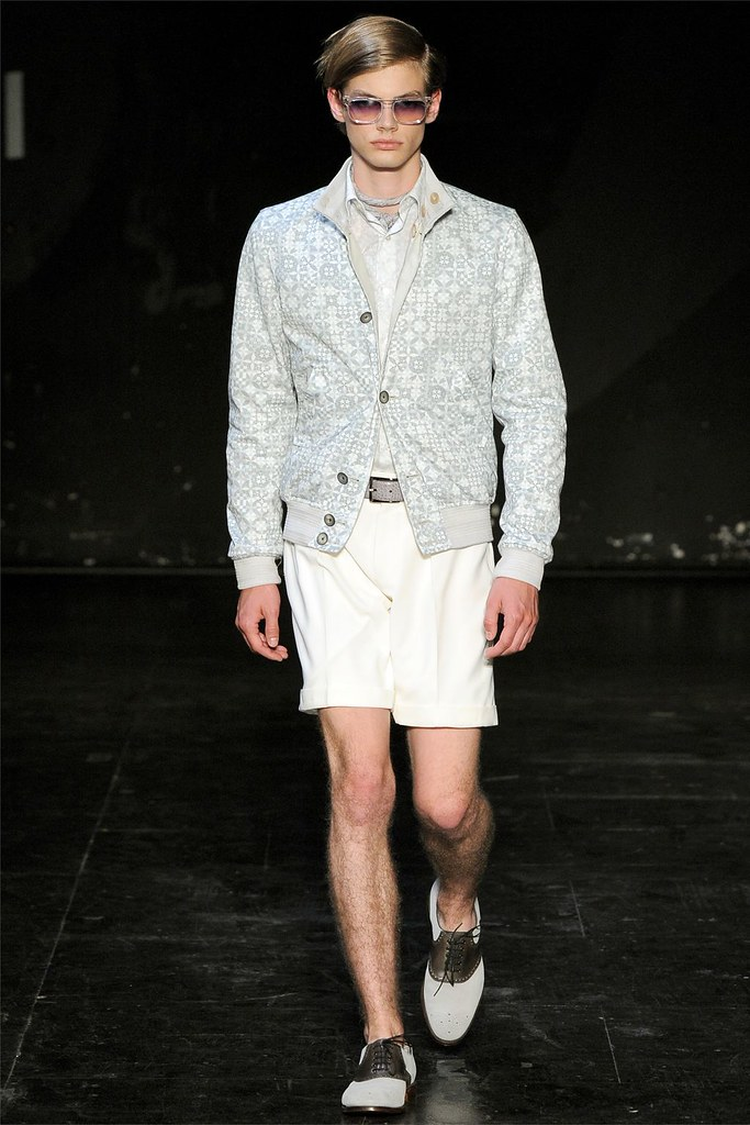 Justus Eisfeld3013_SS13 Paris Hardy Amies(vogue.it via Flashbang  @TFS)