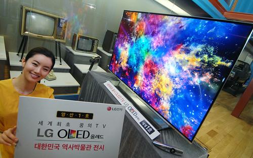 55형 올레드TV 양산 1호