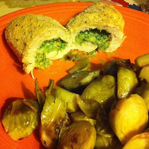 Broccoli Stuffed Chicken + Roasted Brussels #wfd #latergram