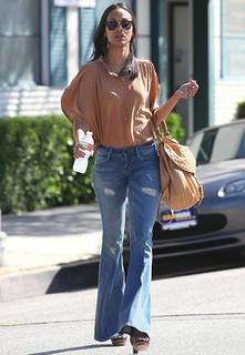 Zoe Saldana Flared Jeans Celebrity Style Women's Fashion