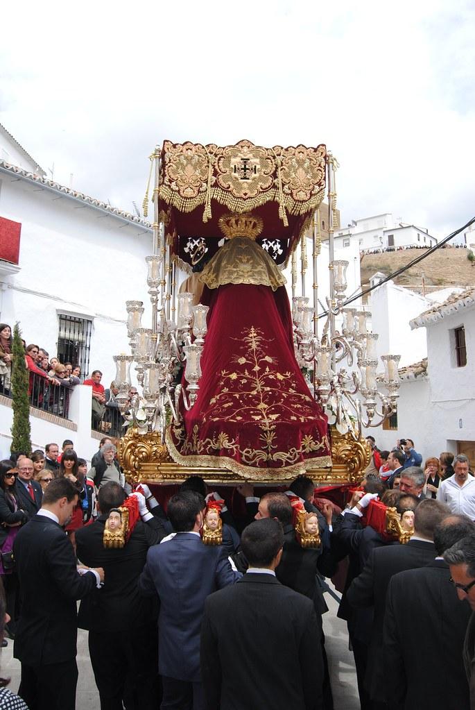 La Virgen de los Dolores de Los Negros, en la Plaza San Benito tras salir de la ermita. FOTO: ÁNGEL MEDINA