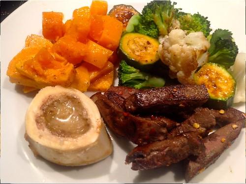 Bio-Rinderleber mit Gemüse und Süßkartoffeln