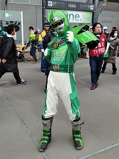 日野市と東京ヴェルディが取り組むゴミ減量の啓発活動の象徴として誕生した、ごみ減量啓発戦士「ごみゼロマンヴェルディ」の姿も。カメラを向けるとご覧の通り。