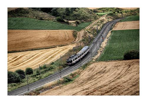 Regional Expres Miranda de Ebro --- Burgos Rosa de Lima ( a su paso por por Villaescusa la Solana -- Burgos)