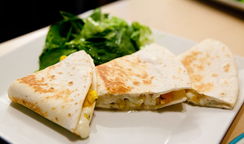 Quesadilla with mozzarella, shrimp, corn and epazote