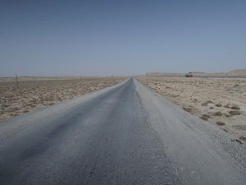 荒れた狭い道