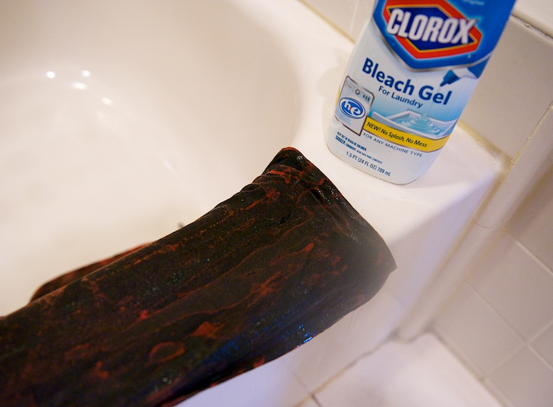 how to bleach clothes