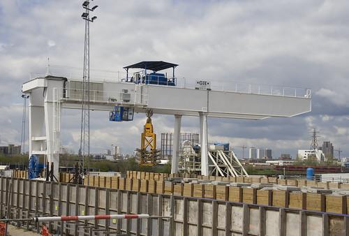 Gantry crane shifting concrete segments