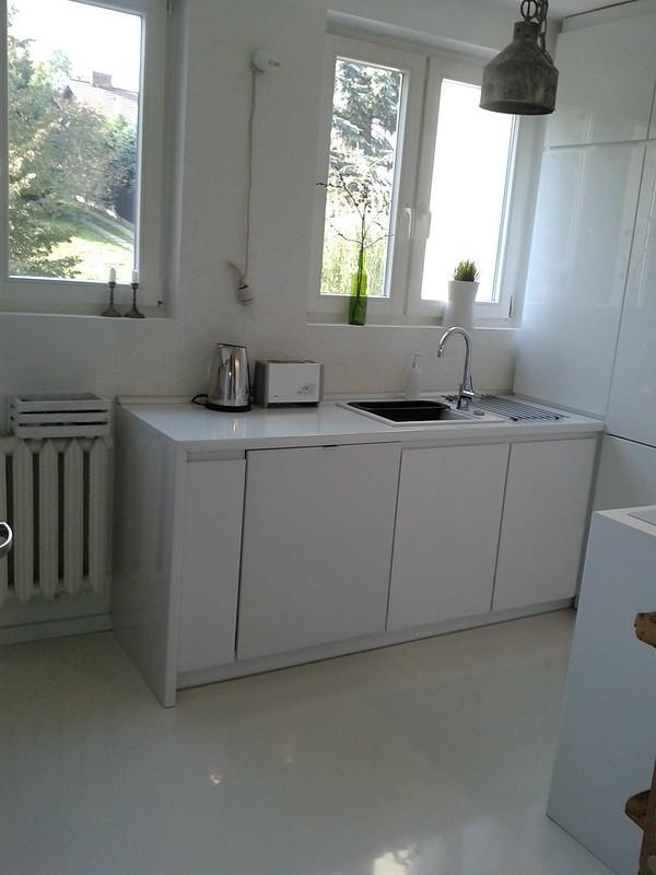 mała kuchnia biała