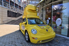 auto show(0.0), supercar(0.0), automobile(1.0), volkswagen beetle(1.0), yellow(1.0), volkswagen(1.0), vehicle(1.0), automotive design(1.0), volkswagen new beetle(1.0), city car(1.0), land vehicle(1.0), sports car(1.0),