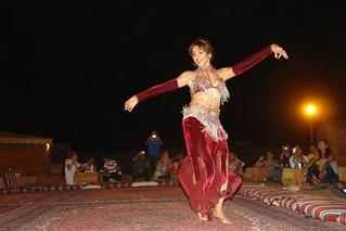 El espectáculo de Danza del Viente amenizó la barbacoa nocturna Dubai, imprescindible safari en 4x4 - 8627460667 3b0546d582 n - Dubai, imprescindible safari en 4×4