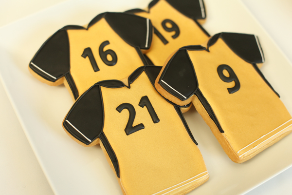 gold soccer jersey cookies