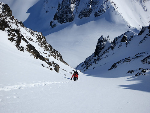Skiing couloirs in Wrangell St Elias National Park with Wild Alpine and Ultima Thule Lodge