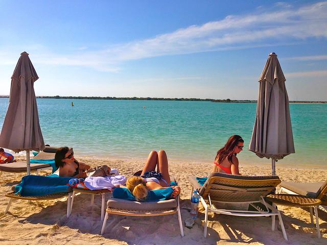 Hva er trendy å ha med deg på stranden