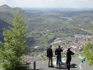 Una vista de la ciudad y del entorno.