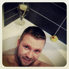 The obligatory photo of me in the bath with duckie and a glass of wine! Hello egyptian red Sea salt and mint! #Relaxing #hot #feelinggood