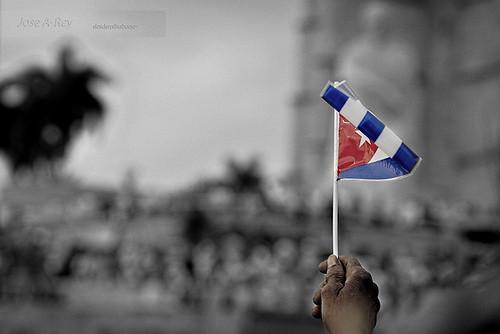 Handling...1ro de Mayo, Cuba by Rey Cuba