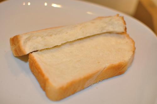 セブンイレブン - 金の食パン_010