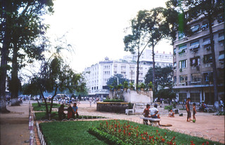 SAIGON 1987 (Ho-Chi-Minh Ville) - Lam Son Square - Photo by Zanatany2b