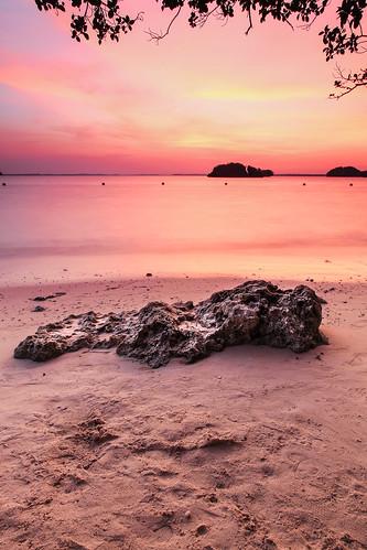 longexposure sunset philippines beautifullight pangasinan endoftheday quezonisland hundredislandsnationalpark lingayengulf canonef2470mmf28liiusm singhraylbwarmingpolarizer canoneos5dmarkiii singhrayreversendgradfilter richardamar canongpsreceivergpe2