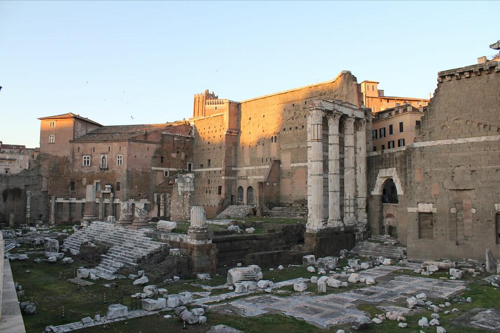 Foro de Augusto, con la antigua escalinata del Templo de Marte