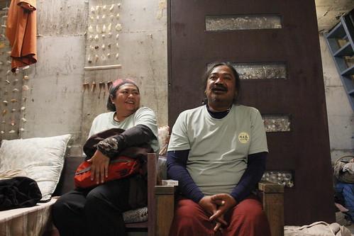 圖四 徒步行動成員,右為藝術家Nabu,左為Panai