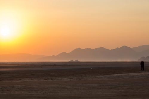 travel people woman sun man sunrise couple desert wadirum watching photojournalism jordan arab aqaba 2013