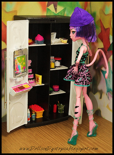 Hunger Pangs by DollsinDystopia