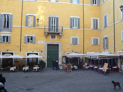 terrasse jaune près du panthéon.jpg