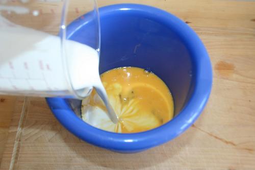 11 - Kokosmilch hinzugießen / Add coconut milk