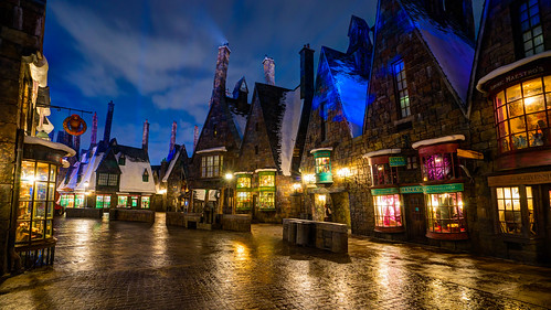 world show vacation castle wet rain statue stone night zeiss islands orlando long exposure ride florida sony magic tripod hamilton wide harry potter resort special adventure journey land universal studios hogwarts za ultrawide ultra hdr gitzo slt relfections expansion 1635 uwa hogsmeade a99 wizarding forbiddin variosonnart281635 pytluk