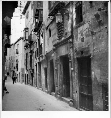 Calle Alfileritos © Fondo Rodríguez. Archivo Histórico Provincial. JCCM. Signatura CT-063