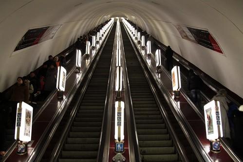 Bank of four escalators at Maidan Nezalezhnosti (Майдан Незалежності) station