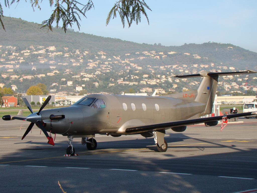 Pilatus PC12 15706381981_0651f02e96_b