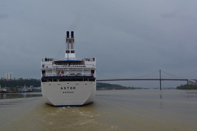 Dans le sillage du navire ... ©avril 2013 - bordeauxpaquebots.com