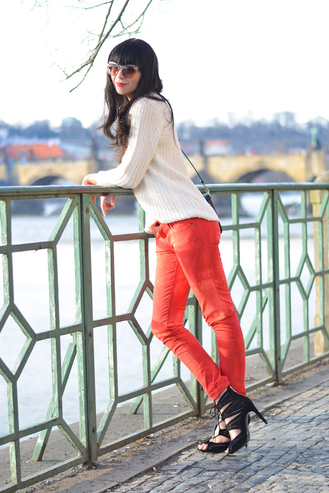 Sojeans Red Jeans Outfit Prague Fashion Blogger CATS & DOGS 8