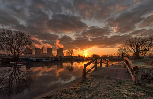 bridge sunrise reflections dawn frost sunburst narrowboat sigma1020mm ratcliffeonsoar riversoar ratcliffepowerstation nikond90