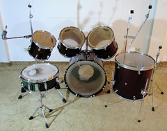 drummer(0.0), hand drum(0.0), electronic instrument(0.0), tom-tom drum(1.0), percussion(1.0), bass drum(1.0), timbale(1.0), snare drum(1.0), drums(1.0), drum(1.0), timbales(1.0), skin-head percussion instrument(1.0),