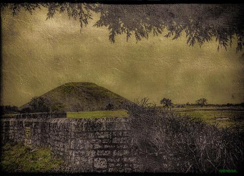 AVEBURY BURIAL MOUND by régisa