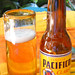 Cold Pacifico Beer por Robert Bortolin