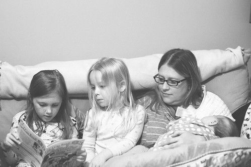 071 Abby reading to Mckenzie & Cooper