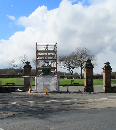 Beveridge Park gates