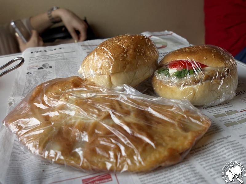 """Nourriture typique """"sur le pouce"""" que l'on peut manger dans le Transsibérien"""
