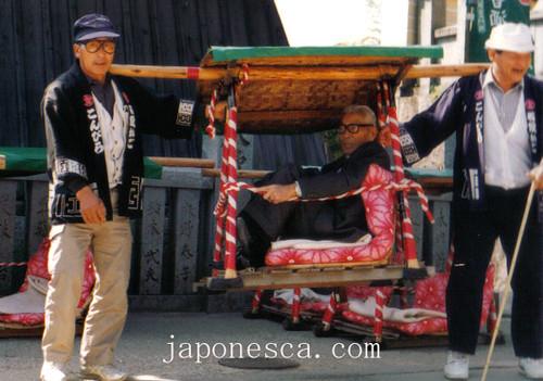 Palanquín para las escaleras al templo
